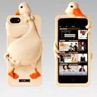 ����� ����������� Moschino Goose for iPhone 4.4s.5